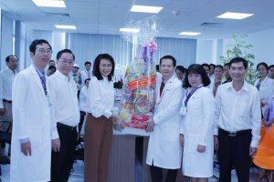 Ngày 23/1/2017 : 1 tuần sau khi đi vào hoạt động, Bà Nguyễn Thị Thu, đại diện UBNDTPHCM chúc tết CBCNV BV NDTP